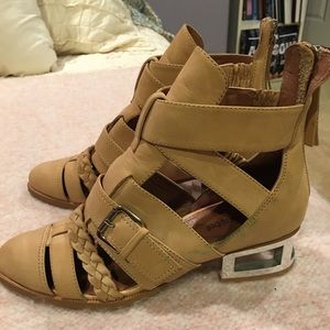 Jeffrey Campbell Booties Size 7 Brand New